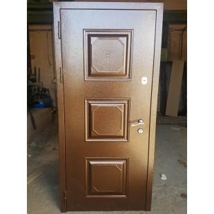 Входная уличная дверь с филенкой Квадрат